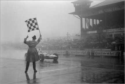 Póster  Jackie Stewart, chequered flag for victory at German GP 1968