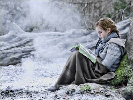 Cuadro de madera  The Deathly Hallows I - Hermione with her book