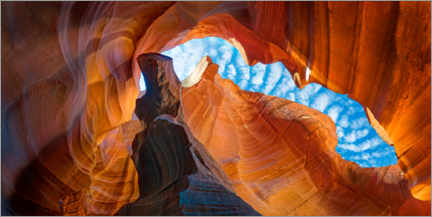 Póster Skies over Upper Antelope Canyon