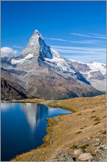 Cuadro de plexi-alu  Hikers walking on the path beside the Stellisee with the Matterhorn reflected. Zermatt Canton of Val - Roberto Moiola