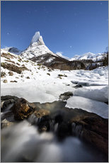 Cuadro de plexi-alu  Ice on rocks frames the granitic snowy peak of the Stetind mountain under the starry sky, Tysfjord, - Roberto Sysa Moiola