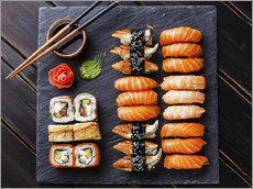 Vinilo para la pared  Sushi Set on black stone slate background - TPP
