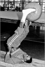 Vinilo para la pared  Joe Frazier during training with a medicine ball