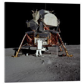 Metacrilato  An Apollo 11 astronaut before the Lunar Module - Stocktrek Images