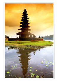 Póster  Temple in Bali with reflection in the water, Indonesia - Bill Bachmann