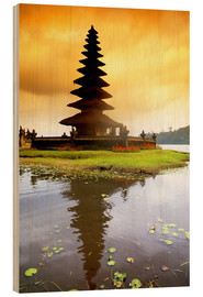 Cuadro de madera  Temple in Bali with reflection in the water, Indonesia - Bill Bachmann