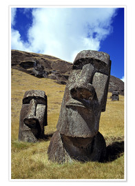 Póster  The strong-featured moai at Rano Raraku on Easter Island - Ric Ergenbright