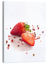 Lienzo  Strawberries with red peppercorns - Edith Albuschat