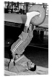 Cuadro de metacrilato  Joe Frazier during training with a medicine ball