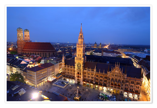 Póster Church of our Lady and the new town hall in Munich at night