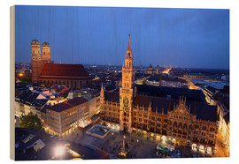Cuadro de madera  Church of our Lady and the new town hall in Munich at night - Buellom