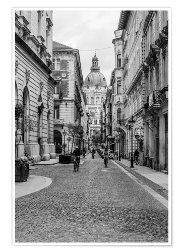 Póster Budapest - view in an alley on the church tower, black and white