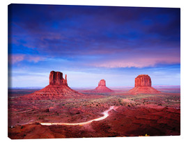 Lienzo  Panorama of Monument Valley at dusk after sunset, Utah, USA - Peter Wey
