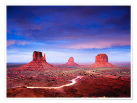 Póster  Panorama of Monument Valley at dusk after sunset, Utah, USA - Peter Wey