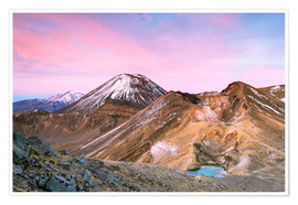 Póster Awesome sunrise on Mount Ngauruhoe and red crater, Tongariro crossing, New Zealand