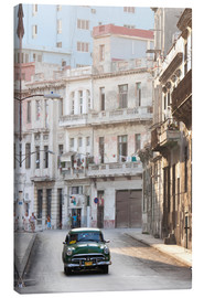 Lienzo  Taxi driving in Havana - Lee Frost