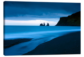 Lienzo  Twilight view towards rock stacks at Reynisdrangar off the coast at Vik, South Iceland, Iceland, Pol - Lee Frost