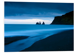 Cuadro de PVC  Twilight view towards rock stacks at Reynisdrangar off the coast at Vik, South Iceland, Iceland, Pol - Lee Frost