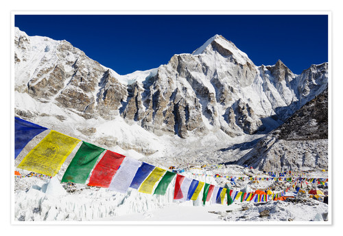 Póster Prayer flags at the case camp of Mount Everest