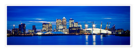 Póster Panoramic view of London skyline over the River Thames featuring Canary Wharf, O2 Arena and The Shar