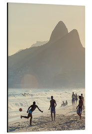 Cuadro de aluminio  Locals playing football on Ipanema - Alex Robinson