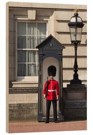 Cuadro de madera  Grenadier Guardsman outside Buckingham Palace, London, England, United Kingdom, Europe - Stuart Black