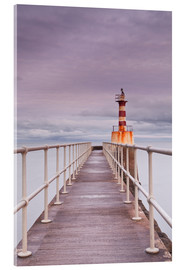 Cuadro de metacrilato  The South Jetty lighthouse in Amble on the Northumberland coastline, Northumberland, England, United - Julian Elliott