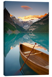 Lienzo  Canoe on Lake Louise at sunrise - Miles Ertman
