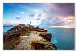 Póster  Lighthouse and sea at sunrise on the coast of New Zealand - Matteo Colombo