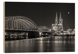 Cuadro de madera  Cologne Cathedral and Hohenzollern Bridge at night (b / w) - rclassen