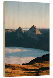 Cuadro de madera  Grosser and Kleiner Mythen mountain peak above cloudscape at sunrise - Peter Wey