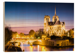 Cuadro de madera  Notre Dame cathedral on the river Seine, illuminated at night, Paris - Matteo Colombo