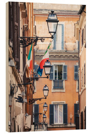 Cuadro de madera  Street in the centre of old town with italian flags, Rome, Italy - Matteo Colombo
