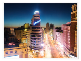 Póster  Gran Via shopping street and city of Madrid at night - Matteo Colombo