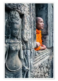 Póster Buddhist monk inside a temple, Angkor, Cambodia