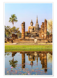 Póster  Wat Mahathat buddhist temple reflected in pond, Sukhothai, Thailand - Matteo Colombo