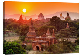 Lienzo  Temples of Bagan at sunset