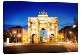 Lienzo  Victory Arch in Munich at night
