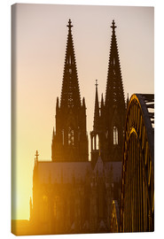 Lienzo  Sunset behind the Cologne Cathedral