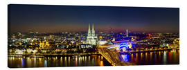 Lienzo  A panoramic view of cologne at night