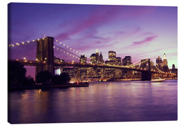 Lienzo  Brooklyn Bridge and Manhattan at purple sunset