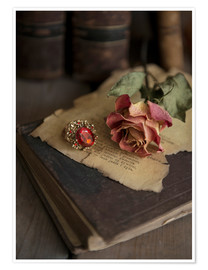 Póster Old books, ring, letters and dry rose