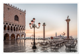 Póster St. Mark's square in Venice during sunrise