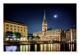 Póster  Moon over the town hall in Hamburg - Tanja Arnold Photography