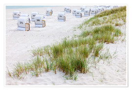 Póster Beach chairs in white sand at the Batic Sea (Germany)