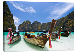 Lienzo  Long tail boat at Maya Bay on the island of PhiPhi