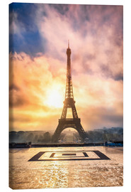 Lienzo  Eiffel Tower in Paris at sunset - Jan Christopher Becke
