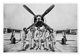 Póster  Test pilots stand in front of a P-47 Thunderbolt.