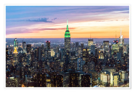 Póster  Empire State building and Manhattan skyline illuminated at dusk, New York, USA - Matteo Colombo