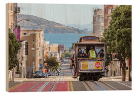 Cuadro de madera  Cable car on a hill in the streets of San Francisco, California, USA - Matteo Colombo
